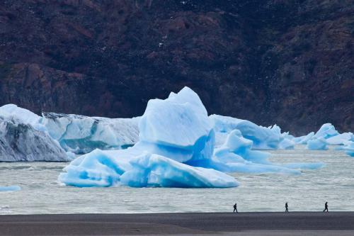 Playa Grey walk Camp Patagonia
