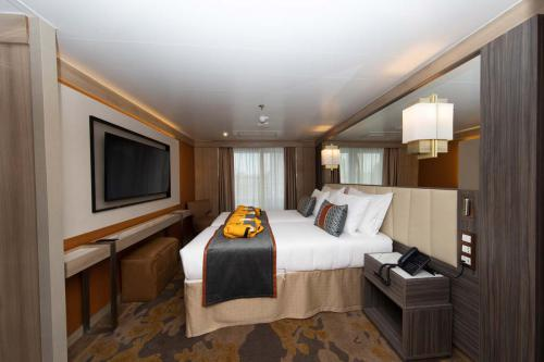 Quark Expeditions World Explorer Deluxe Suite Suite 534 (5)