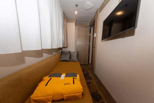 Quark Expeditions World Explorer Triple Suite 626 (3)